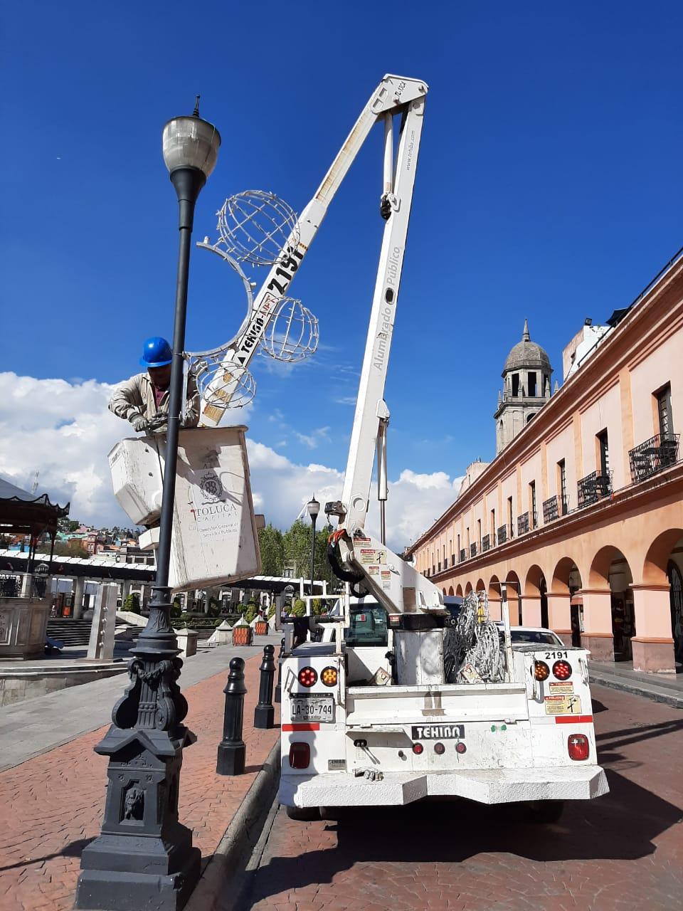 Espíritu navideño llega a calles y plazas de Toluca