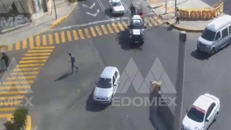 Tras persecución policías detienen a dos sujetos en Av. Pino Suarez y Torres