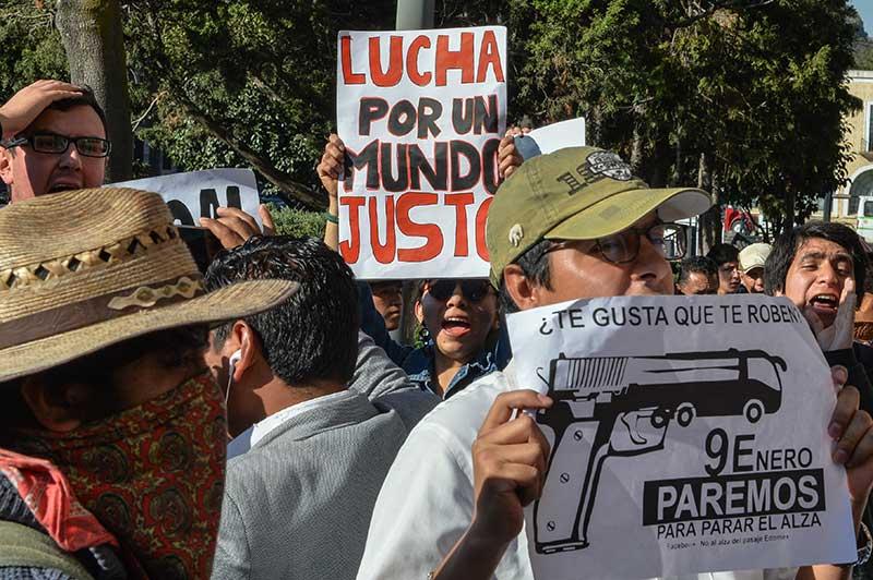 Protestan en Toluca contra el aumento al pasaje