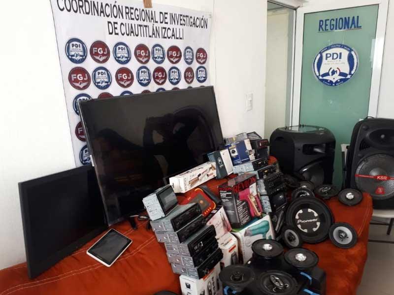 Recuperan mercancía saqueada de tienda Elektra en Tultitlán