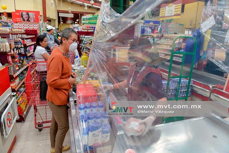 En tiendas Garis se protegen con barreras sanitarias contra el Coronavirus