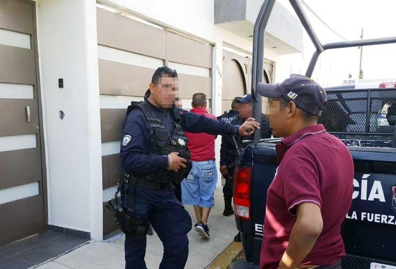 Acusan a policías estatales de extorsionar a artesano pirotécnico de Almoloya