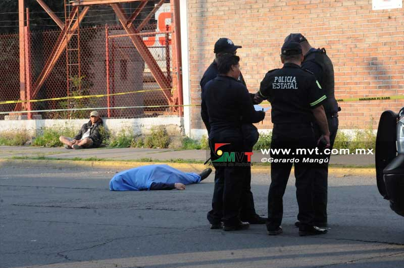 Muere pasajero al caer del autobús en Toluca