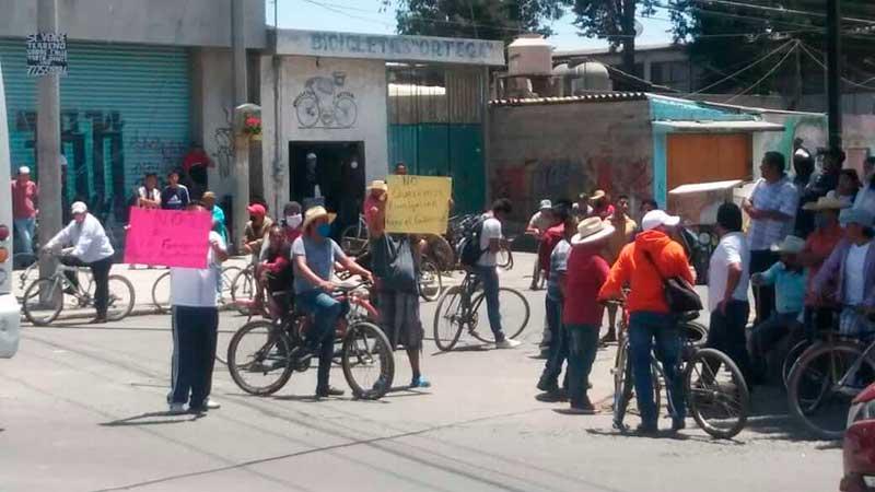 """Inconformes porque los están """"fumigando"""" en San Cristóbal Huichochitlán"""