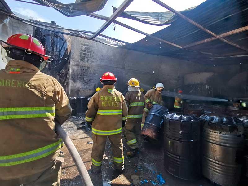 Localizan dos cuerpos en el incendio de Tianguistenco