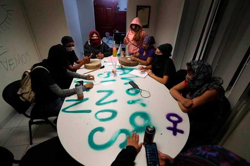 Desalojan a feministas que habían tomado instalaciones de la CODHEM en Ecatepec