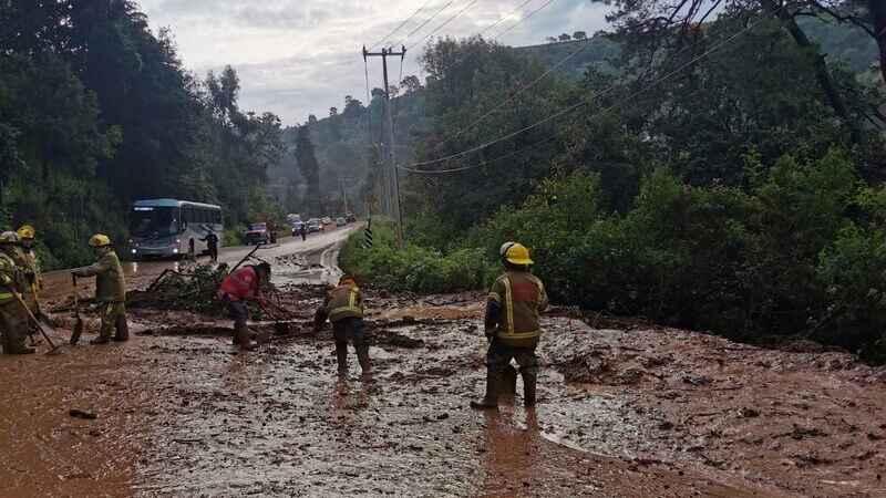 Deslave de lodo afecta la carretera a Tenancingo