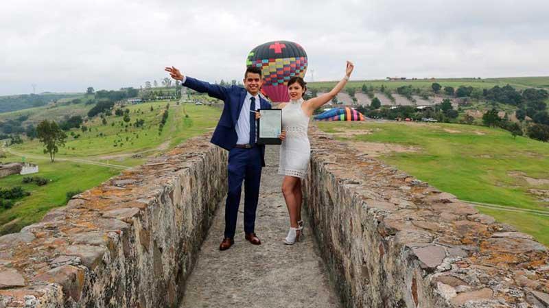 Pareja celebra su matrimonio sobre el Acueducto de Xalpa en Tepotzotlán