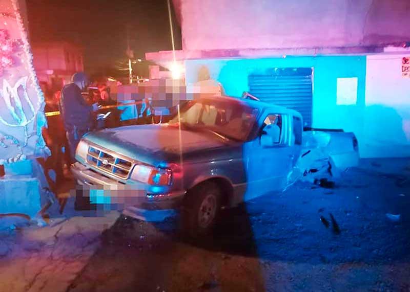 Chocan camionetas y atropellan a una mujer que muere en Jicaltepec