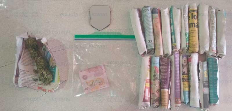 Detienen infraganti a narcomenudista y a su cliente en la zona terminal de Toluca