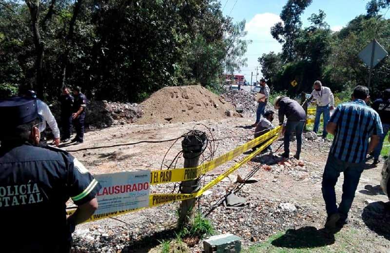Propaem clausura tiraderos de cascajo en la carretera Toluca - Naucalpan