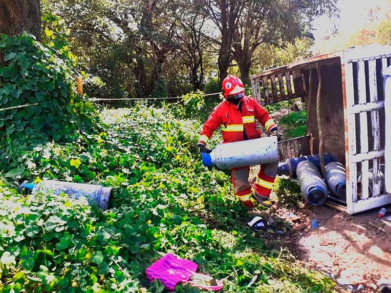 Choque de frente deja una mujer muerta y 9 lesionados en la carretera a Tenancingo