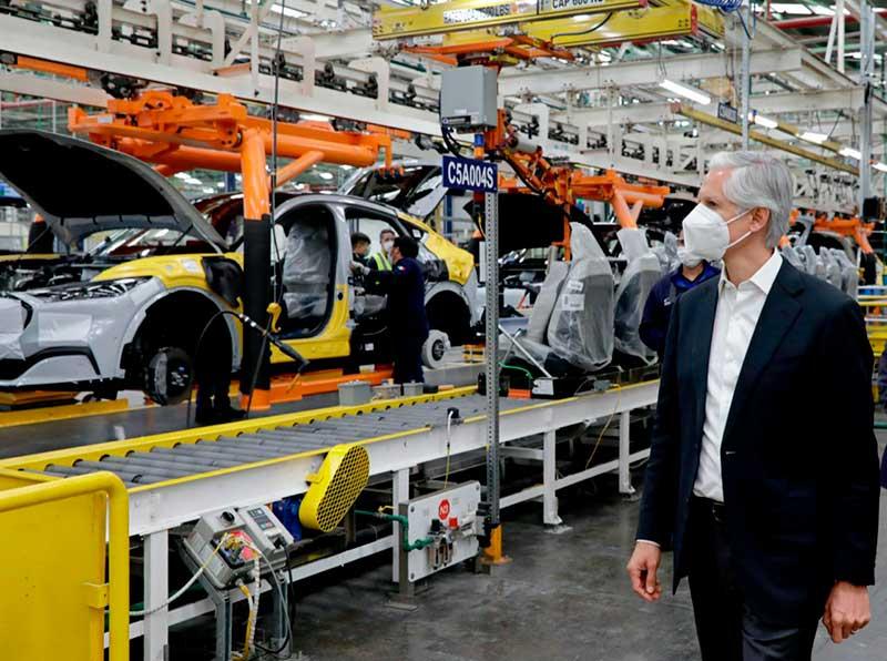 Presenta Alfredo Del Mazo el Mustang Mach-E, primer auto eléctrico fabricado en México por Ford