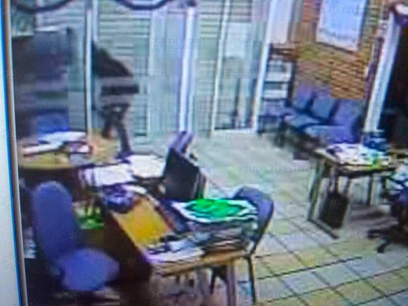 Policías detienen a dos personas por intentar robar un banco en Tenancingo