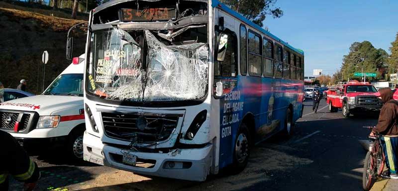 Chocan autobuses en la ex cama de piedra Toluca, hay 10 pasajeros lesionados