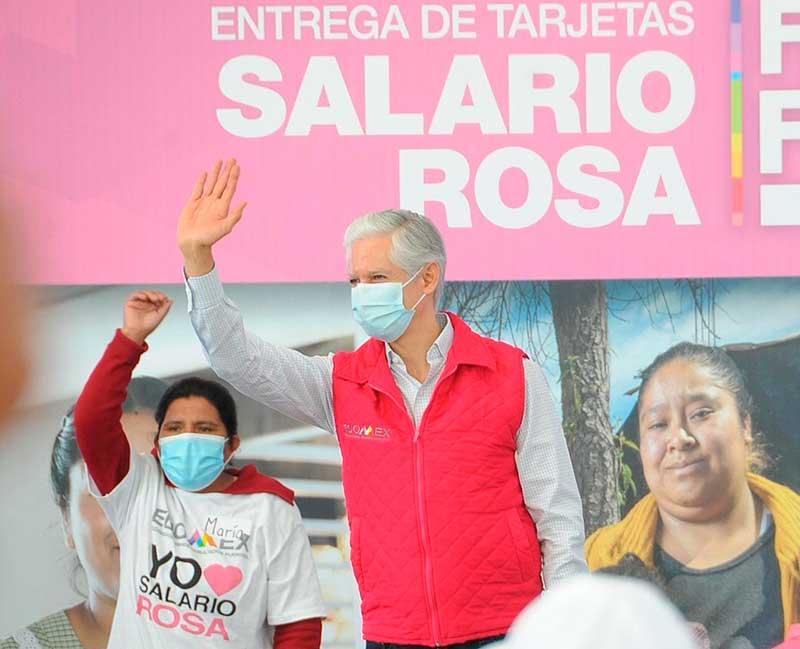 Entrega Gobernador tarjetas del Salario Rosa a más de 4 mil beneficiarias del Valle de Toluca