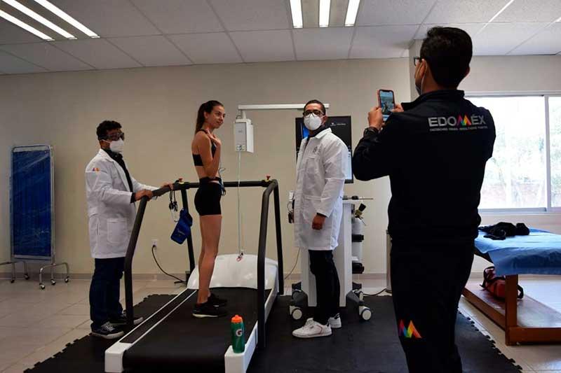 Reconoce entrenador nacional de marcha trabajo del equipo médico del Edoméx