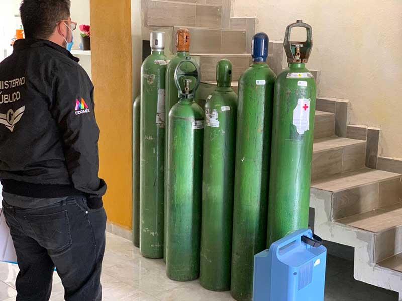 Agentes catean inmueble donde recuperan tanques y concentrador de oxigeno robados