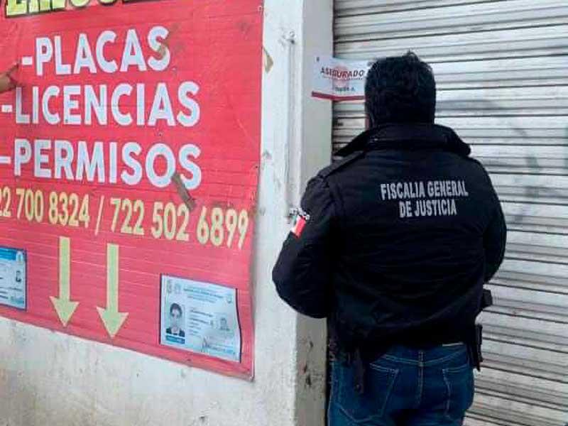 Aseguran en Tenancingo dos establecimientos donde ofrecían placas y licencias ilegales