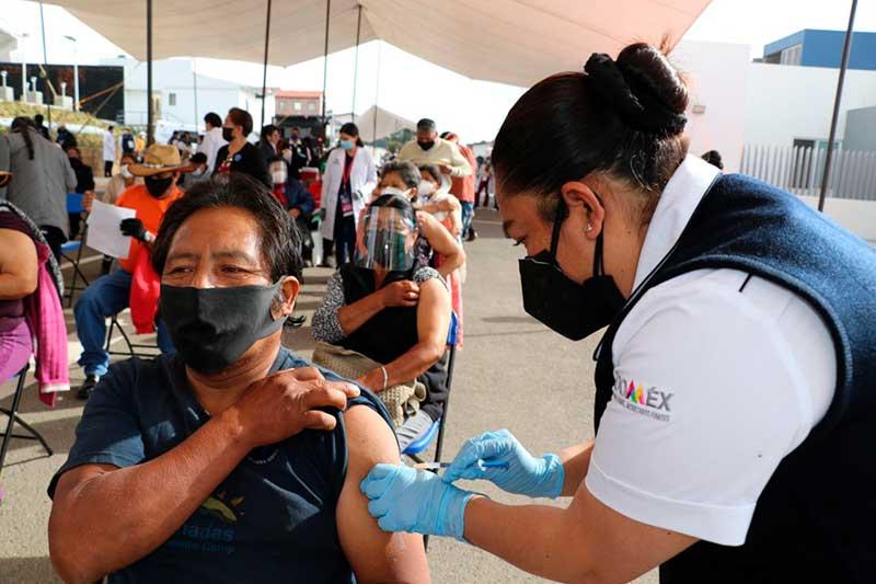 En orden inició la jornada de vacunación en Huixquilucan