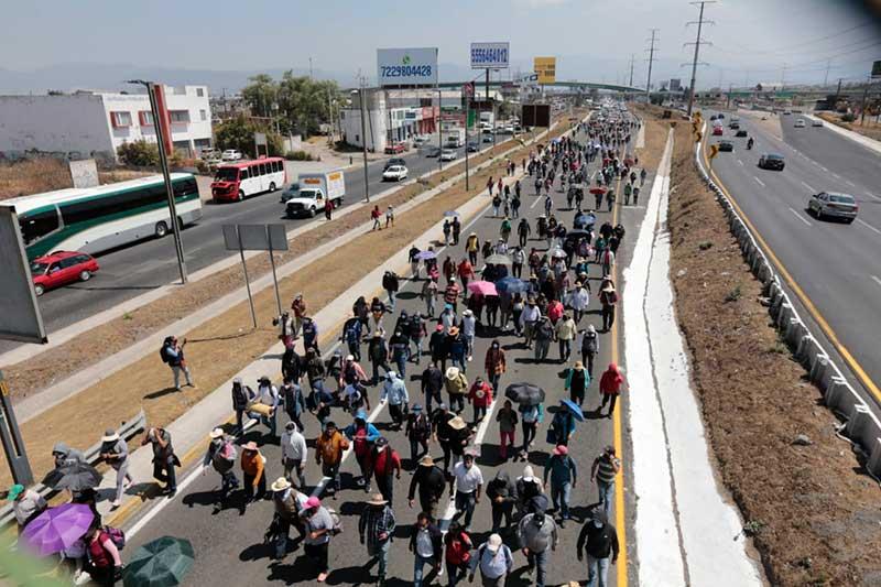 Toman Paseo Tollocan para denunciar despojo de tierras en Lerma