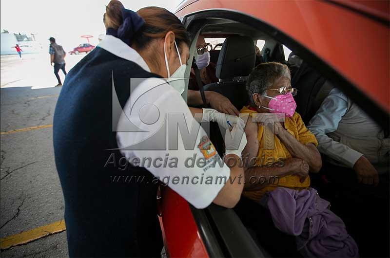 Eficaz logística de Metepec agiliza la vacunación para adultos mayores