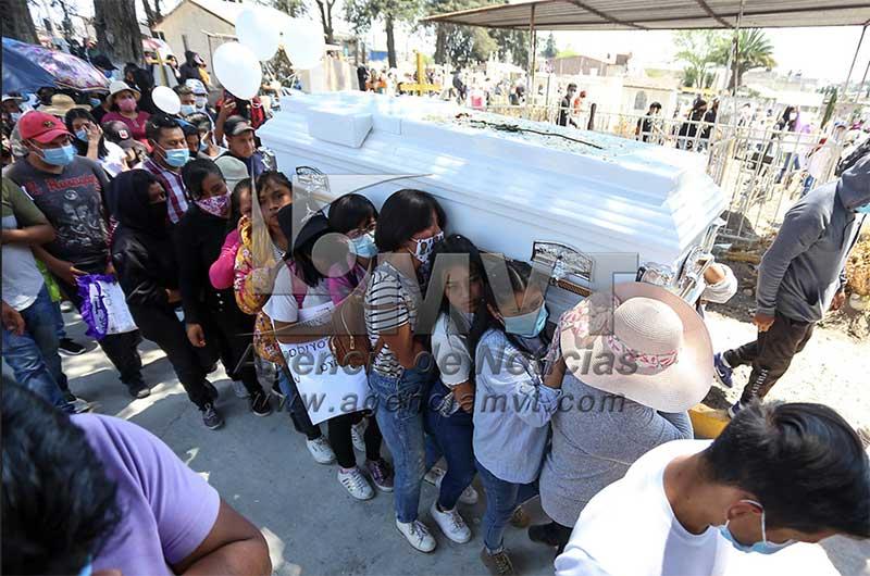 Sepultaron a Wendy en el panteón municipal de Xonacatlán