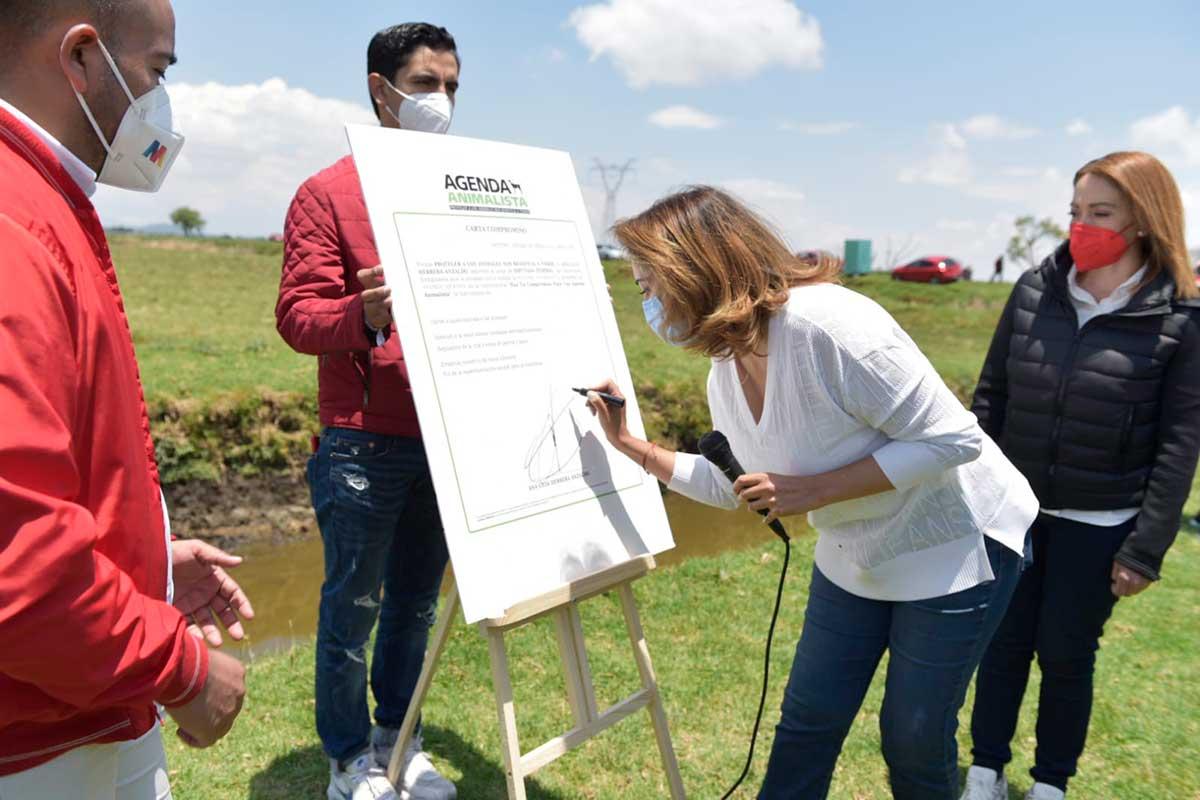 Firma Ana Lilia Herrera compromisos con el medio ambiente y agenda animalista