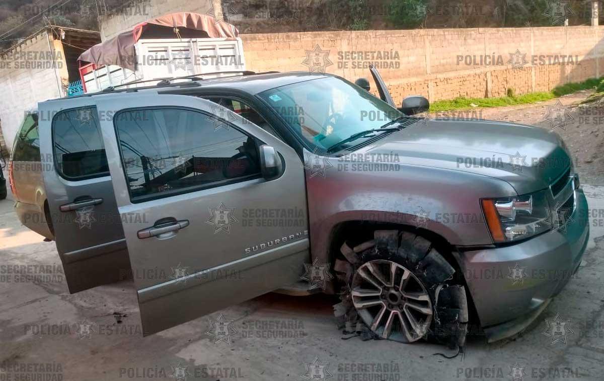 Policías detienen a una pareja armada en Tenango del Valle