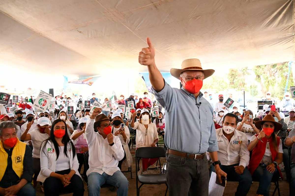 Raymundo Martínez festeja con estructuras el buen avance de su campaña en Toluca