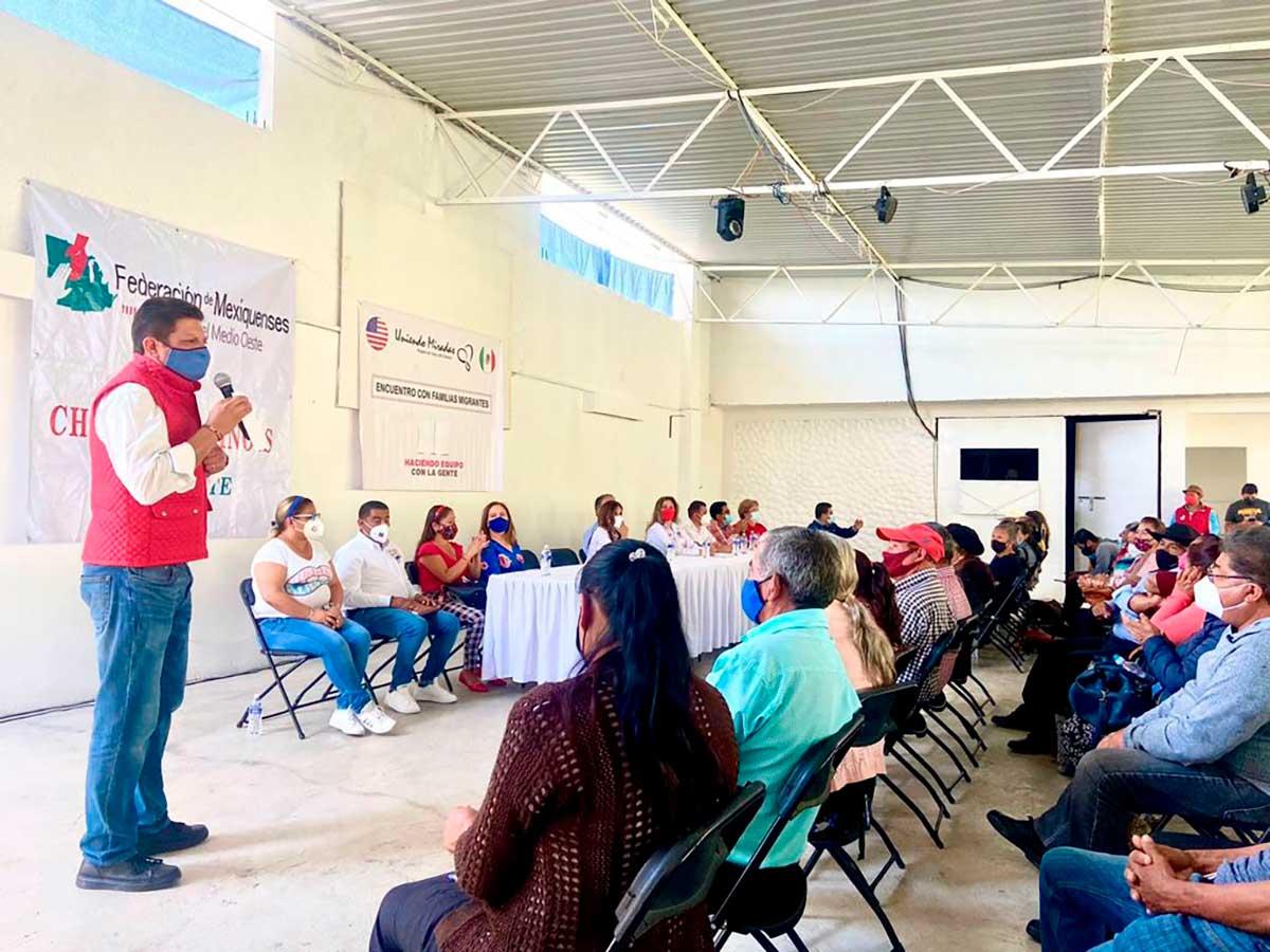La Asociación Civil «Uniendo Miradas» se reúne con familias de migrantes