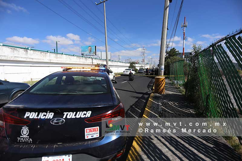 Encuentran muerto a un joven sobre Bulevar Aeropuerto en Toluca