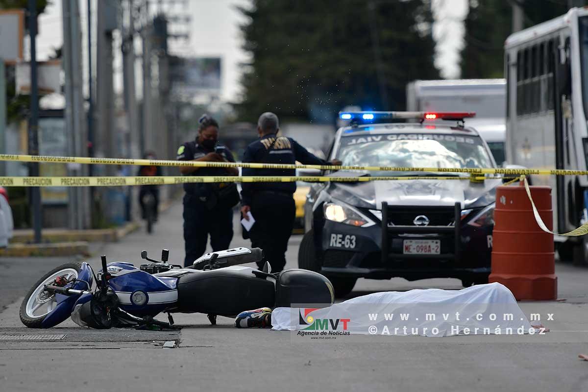 Muere motociclista atropellado frente a Centro Médico ISSEMyM