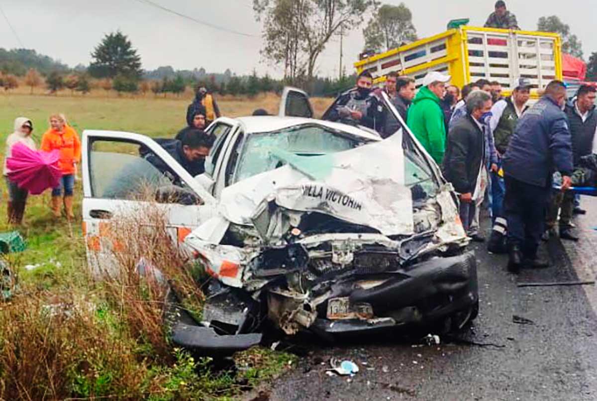 Un muerto y seis heridos en choque frontal sobre la carretera Toluca – Zitácuaro.