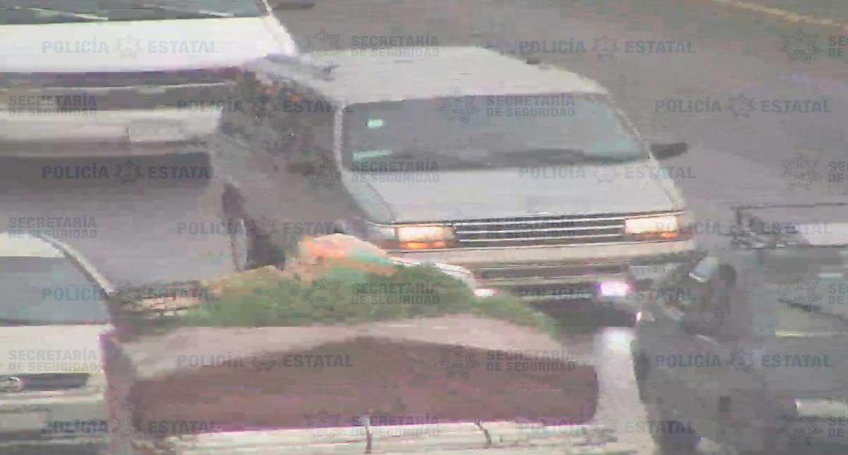 Policías recuperan en Toluca camioneta reportada como robada