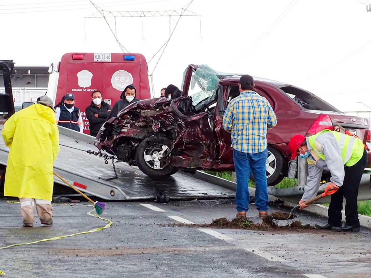 Trágico choque frontal deja dos muertos y 4 heridos en autopista a Valle de Bravo