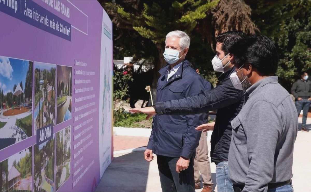 Alfredo del Mazo entrega modernización del parque Las Ranas en San Antonio la Isla