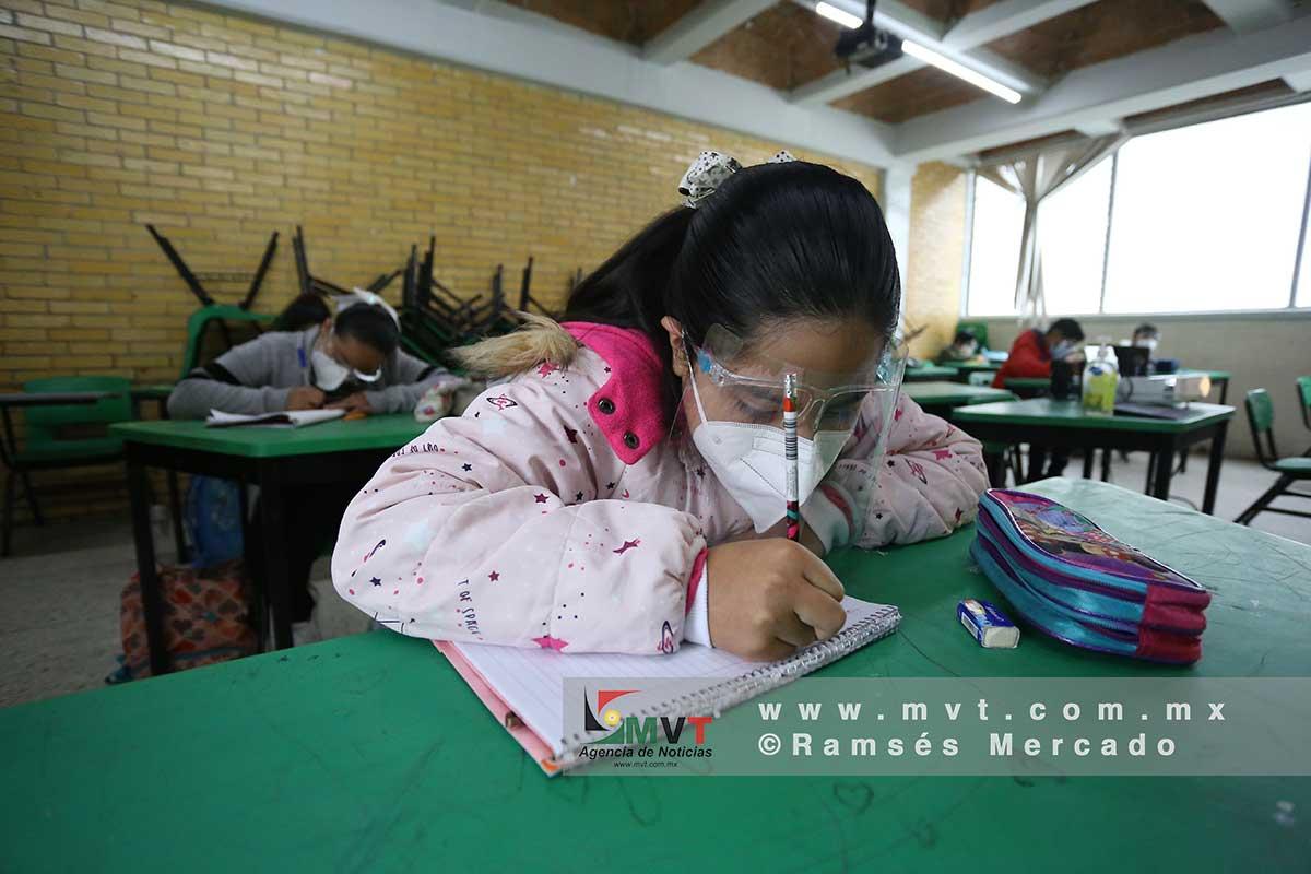 En la primera semana del regreso a clases presenciales asistieron 300 mil alumnos