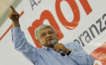 AMLO, dirigente nacional de MORENA durante la Asamblea Estatal Constitutiva del Movimiento de Regeneración Nacional en el Estado de México.