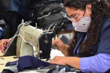 Trabajadores del Edomex elaboran trajes de gala para los juegos olímpicos