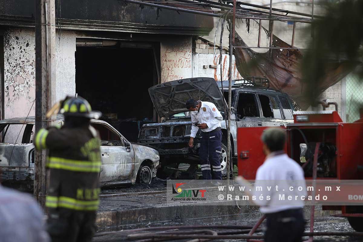 Fuerte Incendio deja daños materiales en San Pablo Autopan