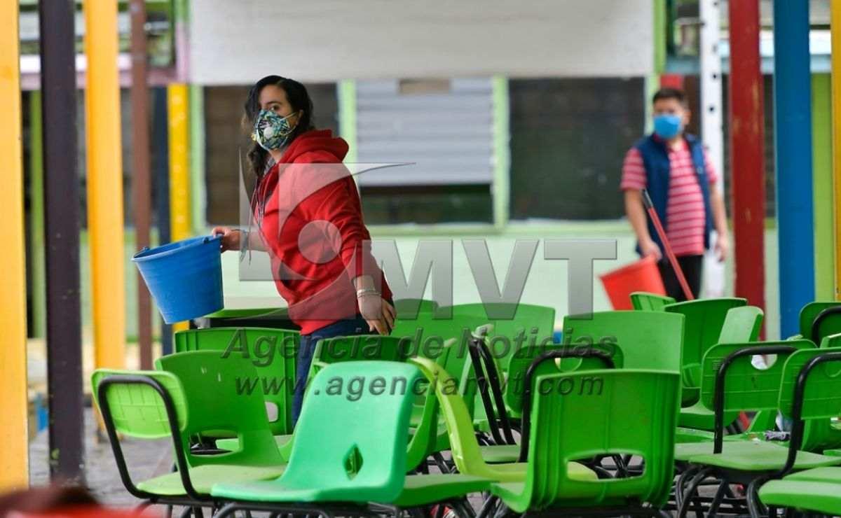 Por su parte, directivos de la escuela Fernando Aguilar Vilchis, en Toluca, hablaron al respecto y mencionaron la importancia de esta jornada de limpieza previo a las elecciones; así como para el regreso a clases presenciales del próximo 14 de junio en la entidad.