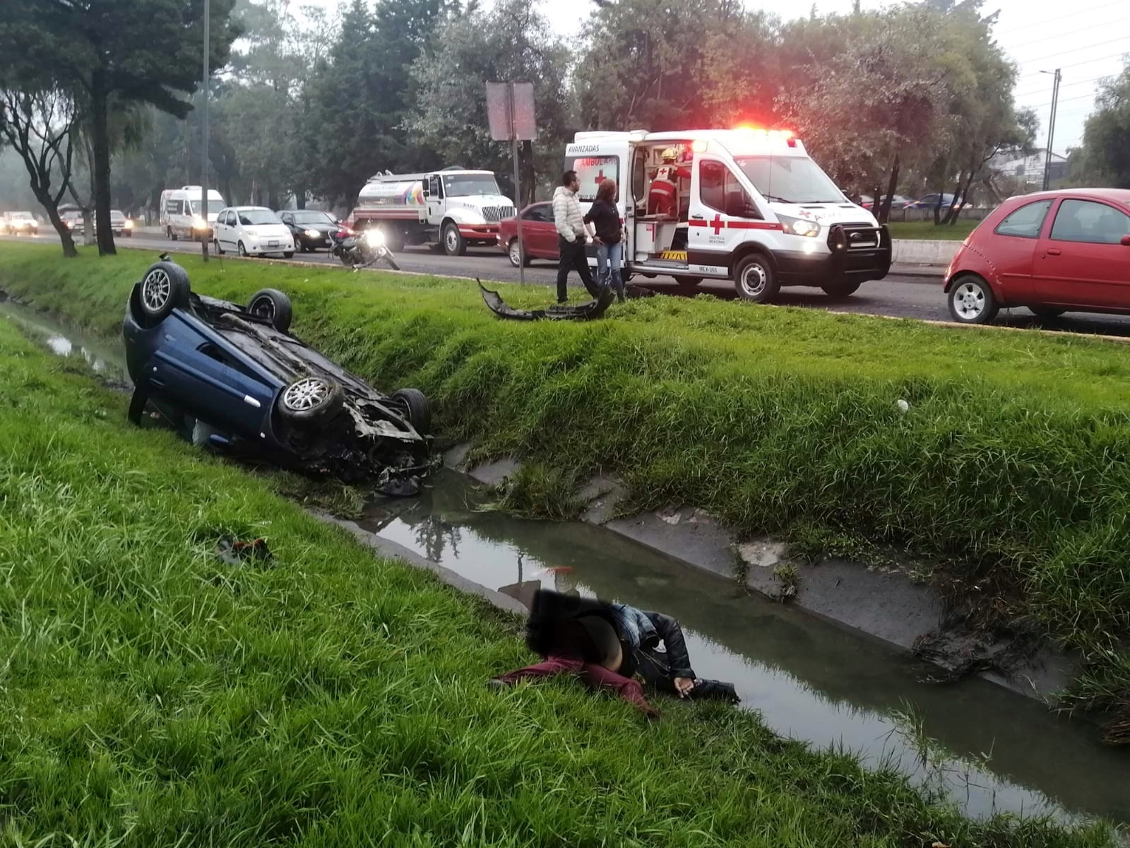 Un hombre fallece al volcar su auto en Tollocan