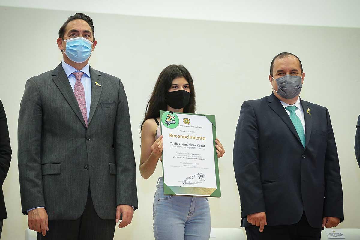 Sharon Hernández, estudiante de la UAEM,  desarrolla toalla femenina biodegradable