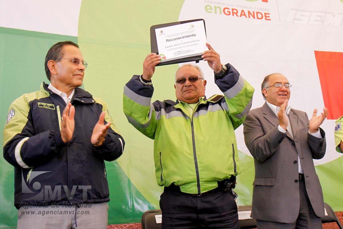 Despiden al capitán Espíndola, fundador del SUEM en Toluca