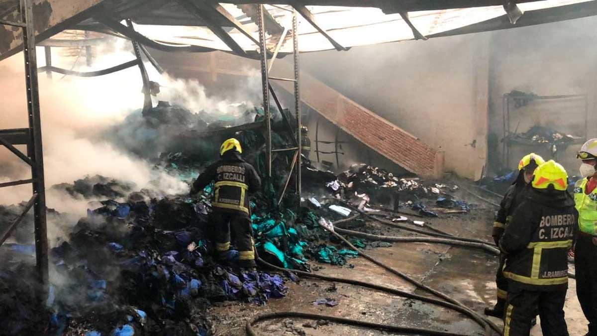 Bomberos controlan Incendio en fábrica de colchones
