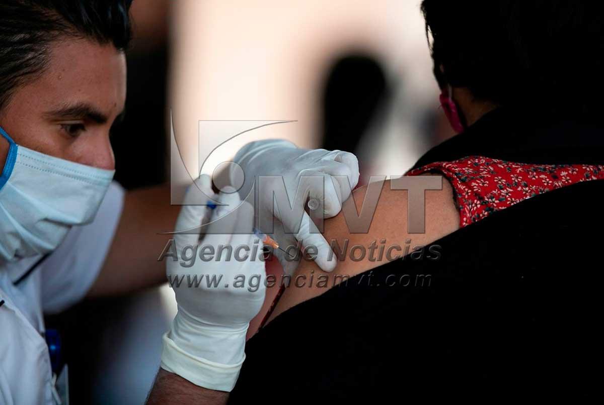 Inicia Toluca sin contratiempos vacunación de personas de 30 a 39 años