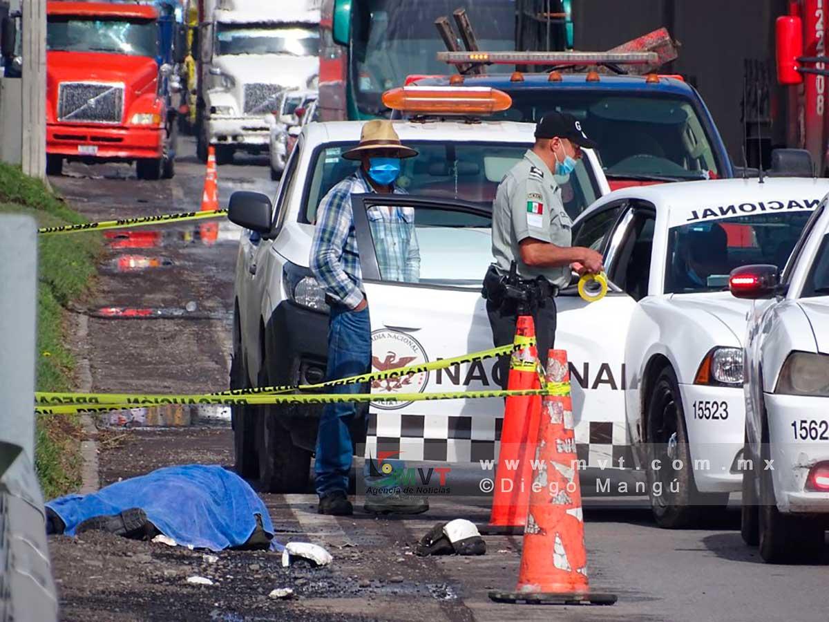 Se accidenta motociclista en la Marquesa, el casco no le sirvió de nada
