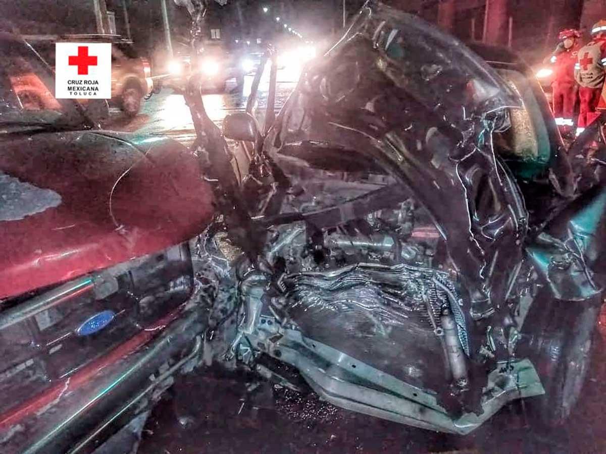 Paramédicos de la Cruz Roja atendieron a seis personas lesionadas por el accidente registrado sobre la avenida Las Torres