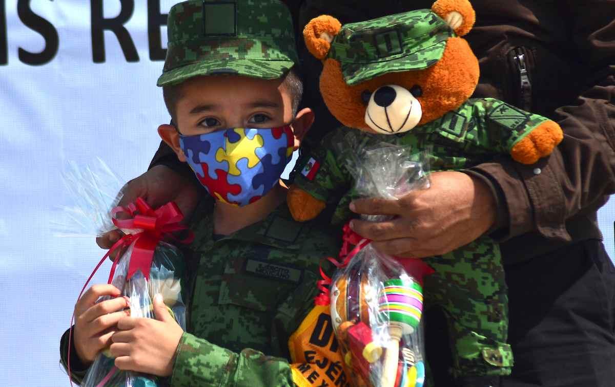 Un niño con autismo se convirtió en soldado honorario por un día en Edomex